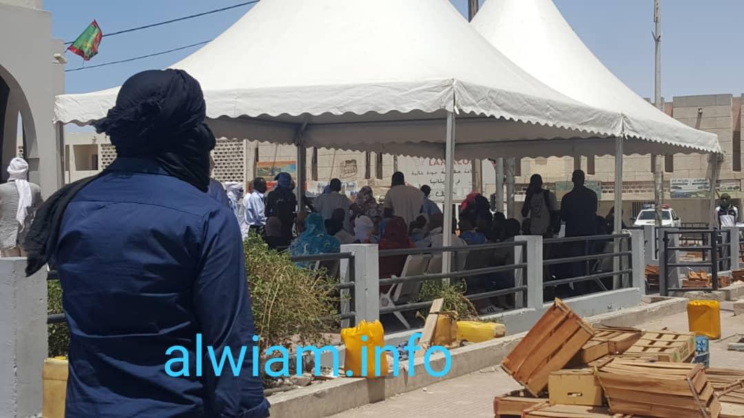 تجمهر أمام بنك سوسيتي جنرال نواكشوط ـ تصوير الوئام