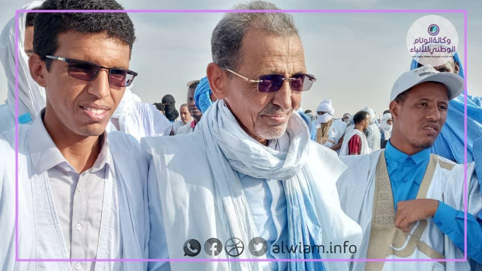 في الوسط الأستاذ محمد فال بلال أثناء مشاركته في مهرجان النصرة ـ أرشيف الوئام